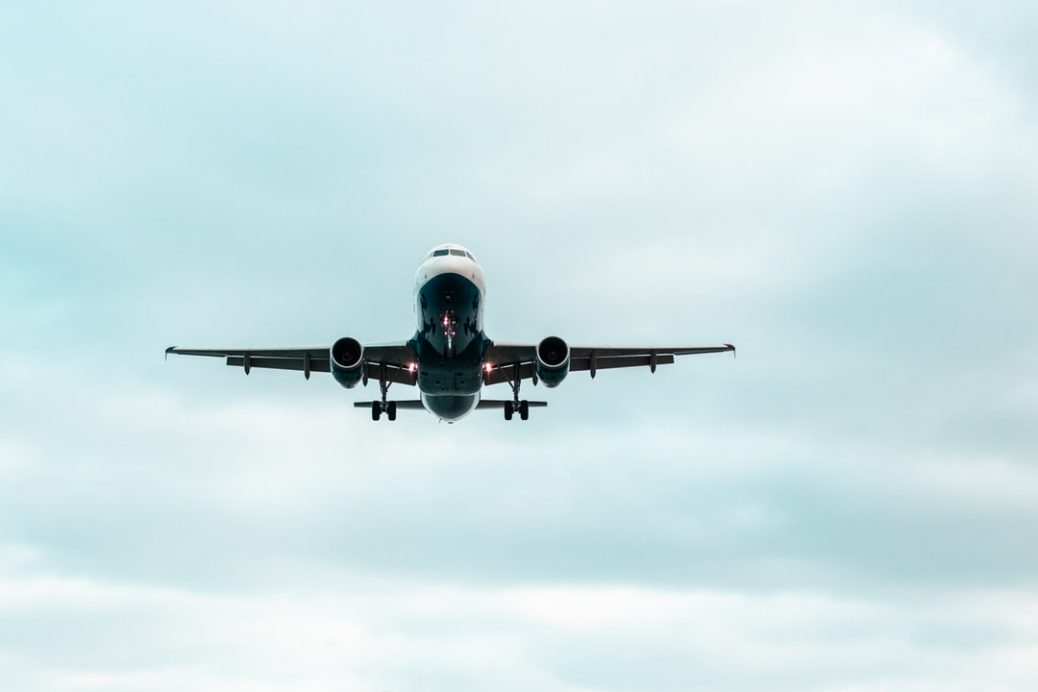 Ein startendes Flugzeug